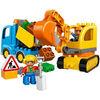 Camion e scavatrice cingolata