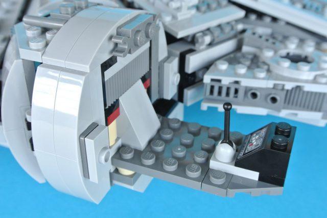 75105 Millennium Falcon modello 13