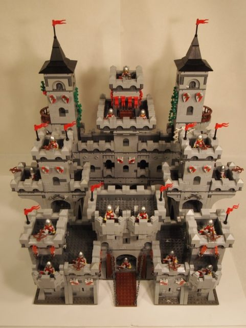 LEGO Kingdoms Modular Castle 4