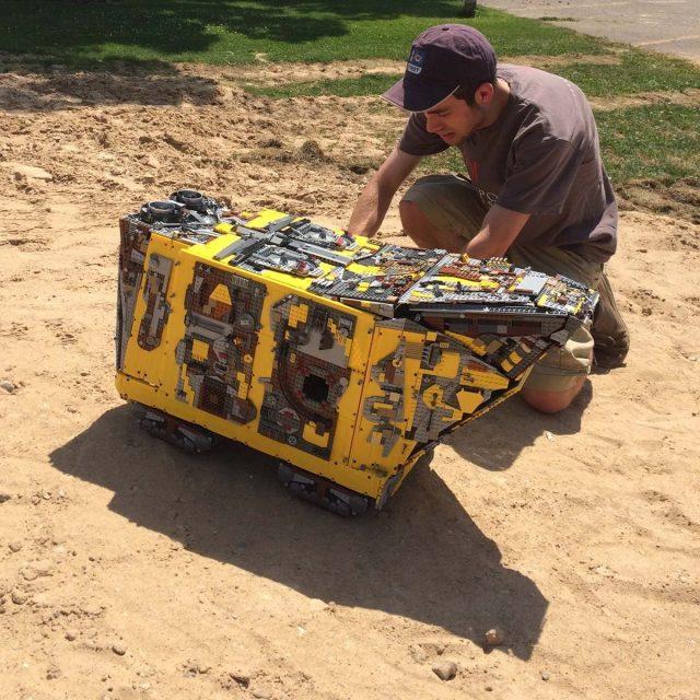moc lego sandcrawler 2