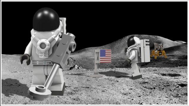 Le miniigure degli astronauti previste nel progetto originale