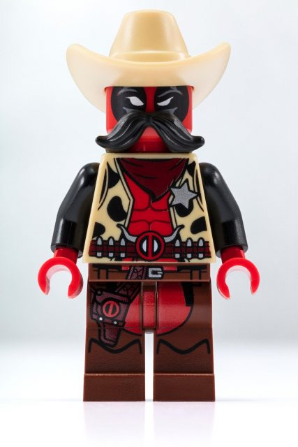 sheriff deadpool minifigure detail