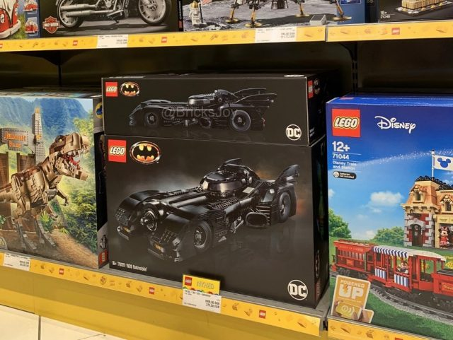 LEGO Batman 1989 Batmobile (76139) all'areoporto di billund