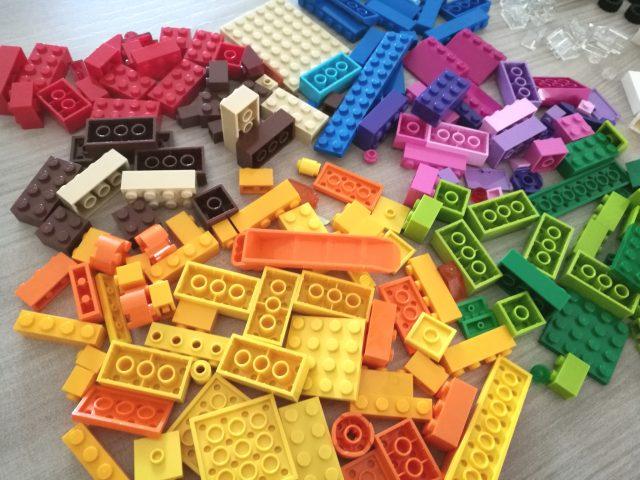 LEGO Classic - Mattoncini su ruote (10715)