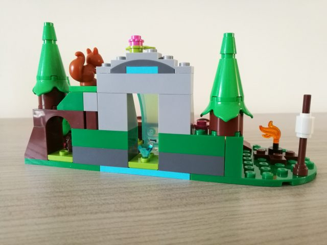 LEGO Friends 41677 - La cascata nel bosco