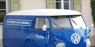 LEGO-Volkswagen-T2-Camper-Van-10279-scaled