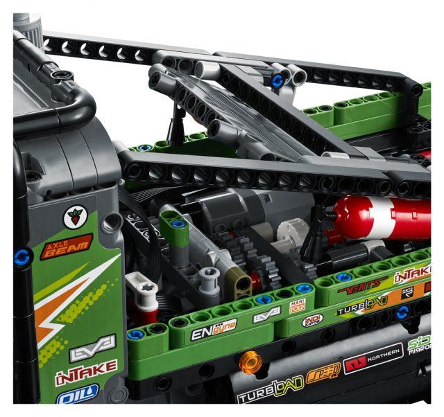 LEGO-Technic-4×4-Mercedes-Benz-Zetros-Trial-Truck-42129