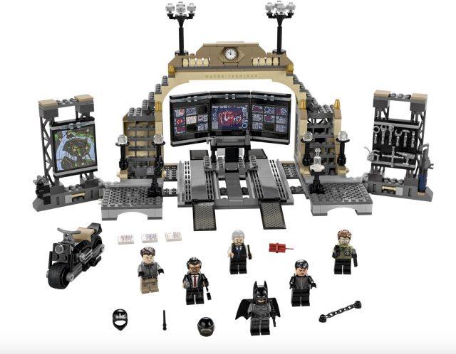 LEGO-The-Batman-Batcave-The-Riddler-Face-off-76183